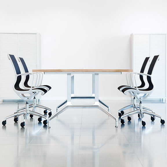 Boss deploy table with chrome legs