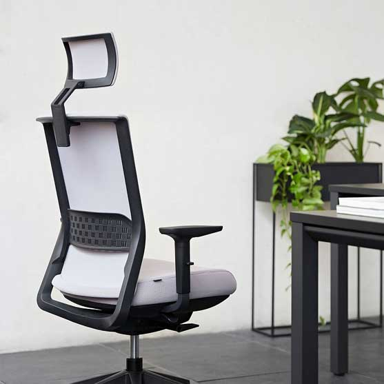Stay Mesh Chair with headrest