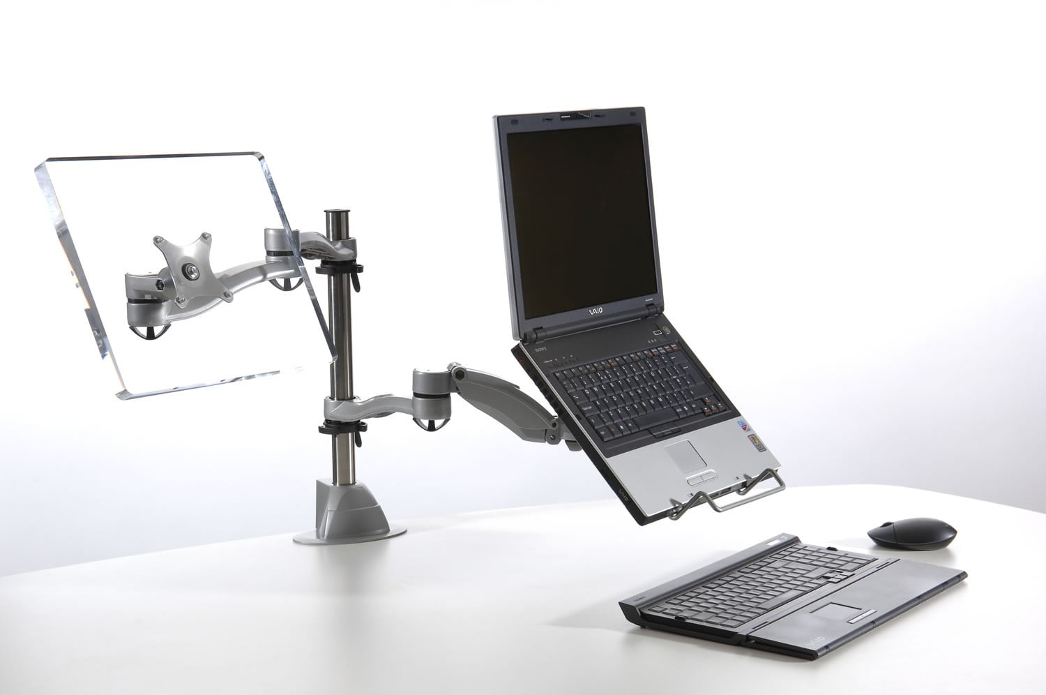 A laptop on a desk with no wires
