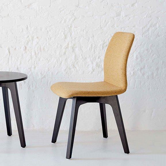 neutral 4 leg agent chair boss design