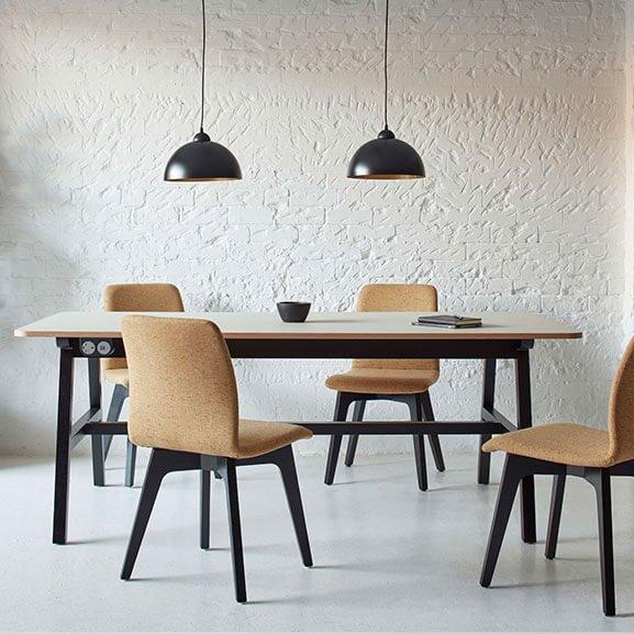 Cream 4 leg agent chair boss design