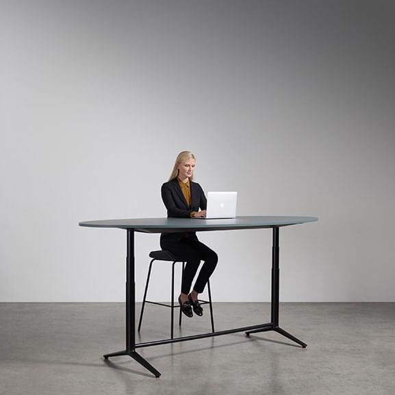 Indi Meeting boss design raised foot oval