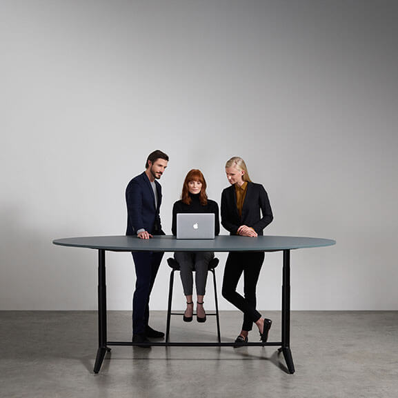 Indi oval Meeting boss design raised foot
